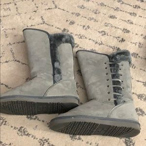 Gray Lamo boots with lace up and fur side details